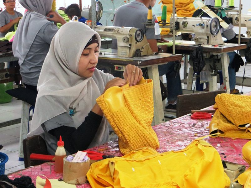 The  Fashion  Factory  Makes  Wallets and Bags